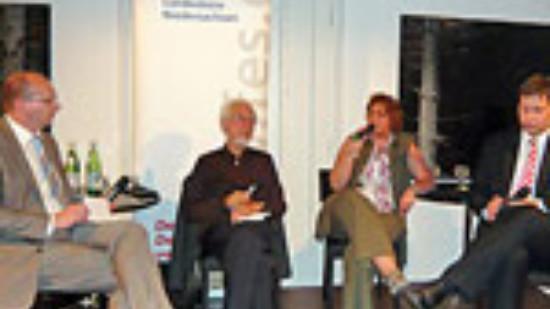 Erhard Eppler diskutiert mit Kerstin Tack und Lars Klingbeil