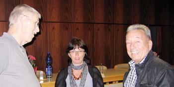 Ralf-Hagen Ferner und Peggy Keller mit einem Besucher in abschließender Diskussion